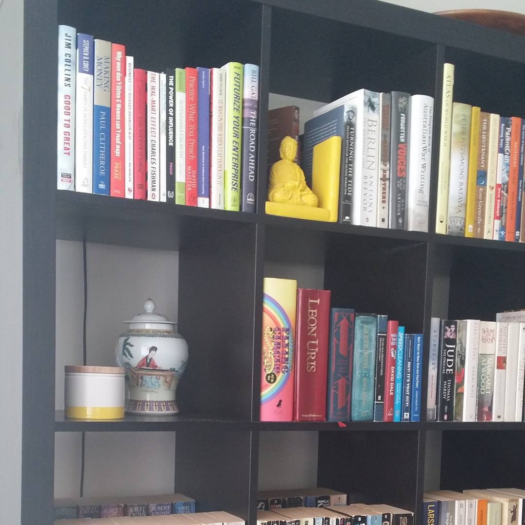 Day 2 #bookshelf @earth_hq #winterwellness   This is in my #yellowroom. I have lots of yellow in this room, as well as this bookcase/bookshelf which also makes me happy.  I especially love my groovy yellow lamp that i will put up later…. this room nakes me feel good. This is also where I do #yoga, badly 😜