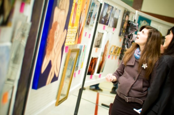 photo of last years show from www.winnipegartfromtheheart.ca