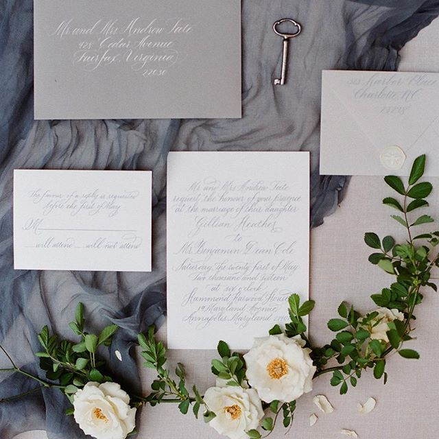 Dreaming of spring and summer weddings as we get ready to 'spring forward' this weekend! styling and design | @cristinacalvertsignature photography | @stacybauerphoto stationary and calligraphy | @surceecalligraphy florals | @steelcutflowerco runner | @silkandwillow