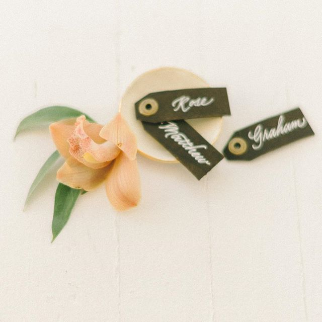 Leather tags to transition us into fall. As seen on @smpliving.  Photo:  @lizfogarty  Design & Styling: @kaririderevents  Calligraphy: @surceecalligraphy