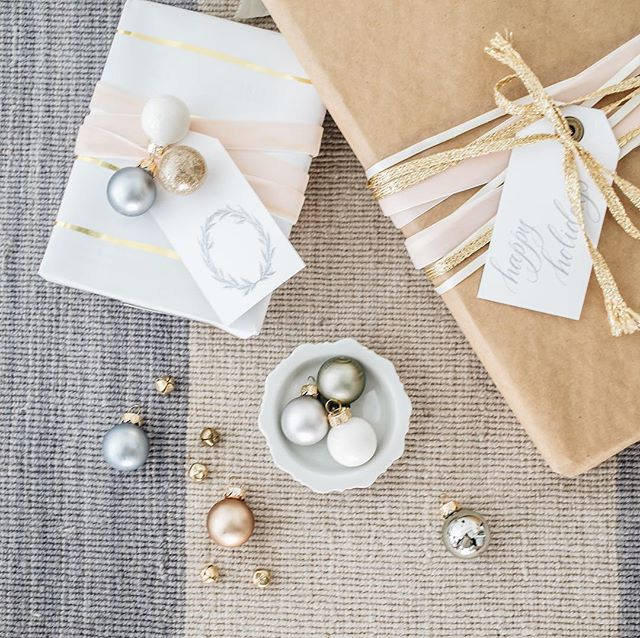 Ya'll this gift guide for the bride and groom is aces. I can personally vouch for number ten on the list. It's a staple in my home for sure. Head over to @kaririderevents for the full blog.  Styling and design | @kaririderevents Photography | @cecilestorm Custom gift tags | @surceecalligraphy