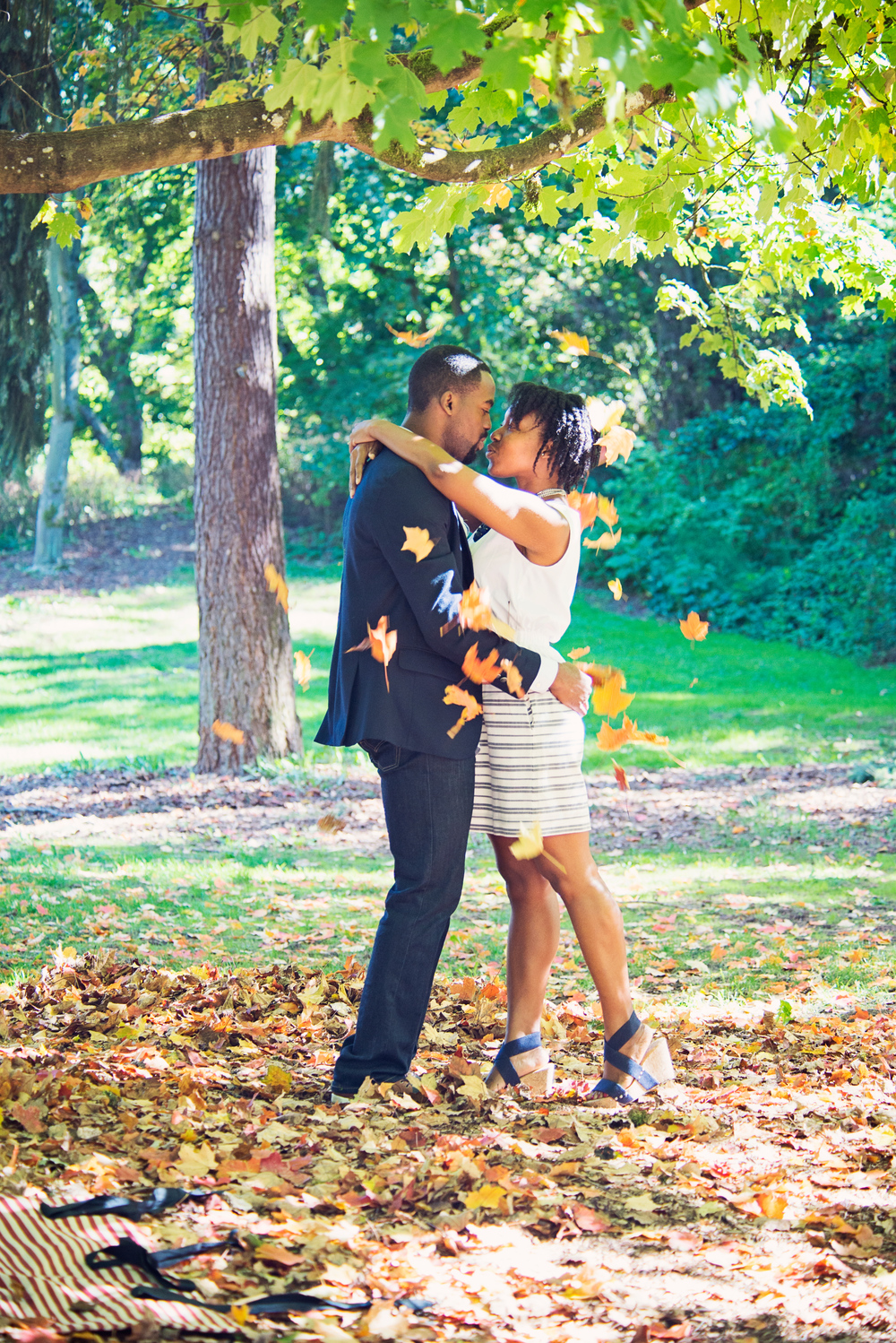 Seattle wedding photographer, engagement, fall, autumn, cute, leaves, Abie 19