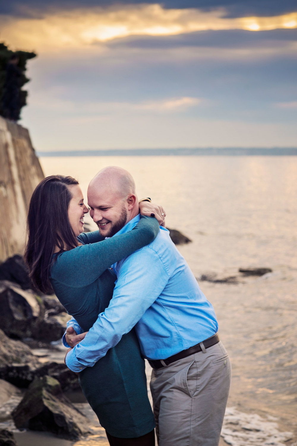 Seattle Wedding Photographer_Alki Beach_Beach Engagement