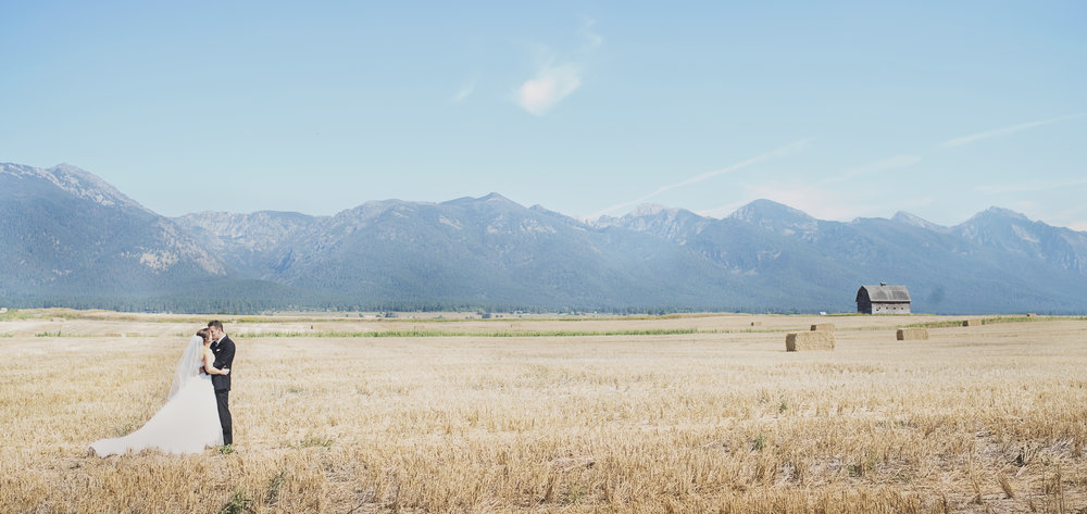 Montana Wedding_Flathead Lake Wedding_Sweet Wedding_Seattle Wedding Photographer_Kelsey Lane Photography_Barn Wedding