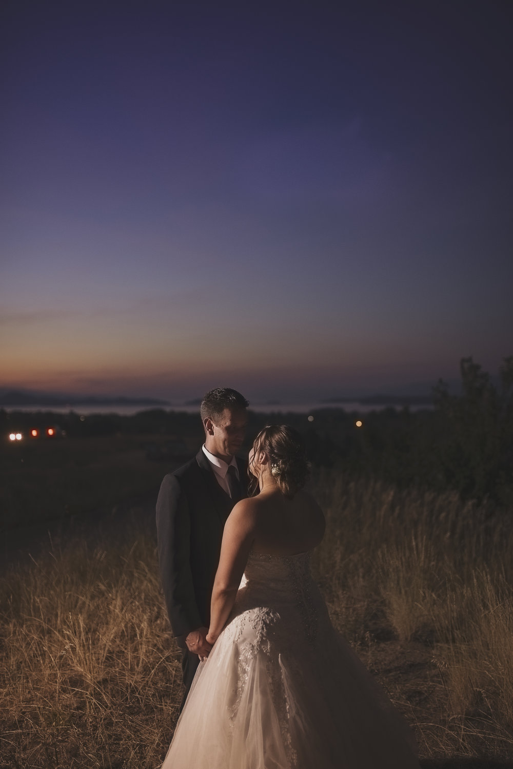 Montana Wedding_Flathead Lake Wedding_Sweet Wedding_Seattle Wedding Photographer_Kelsey Lane Photography_Sunset Wedding Picture