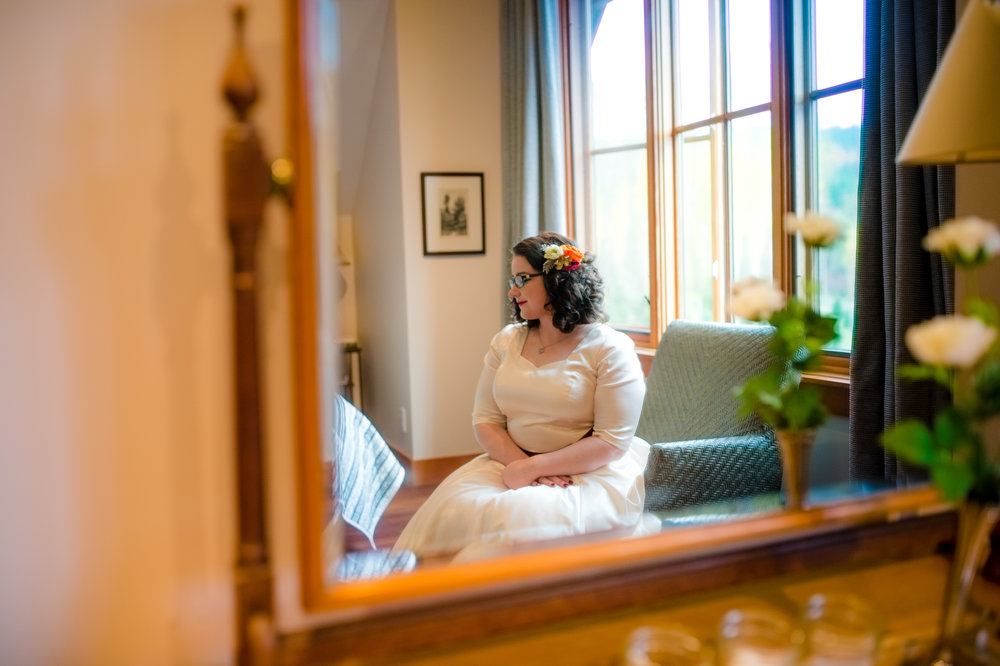 Rini + Matt Wedding_Tree Farm Wedding_Wedding at the Lodge_Kelsey Lane Photography_Winter Wedding_Bride getting ready