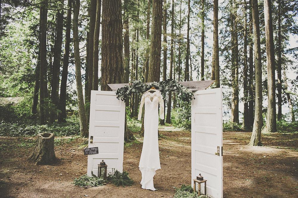 A Gorgeous Forest Wedding | Poulsbo Wedding | Kelsey Lane Photography | Kitsap Memorial Park Wedding | Martina Liana Bridal
