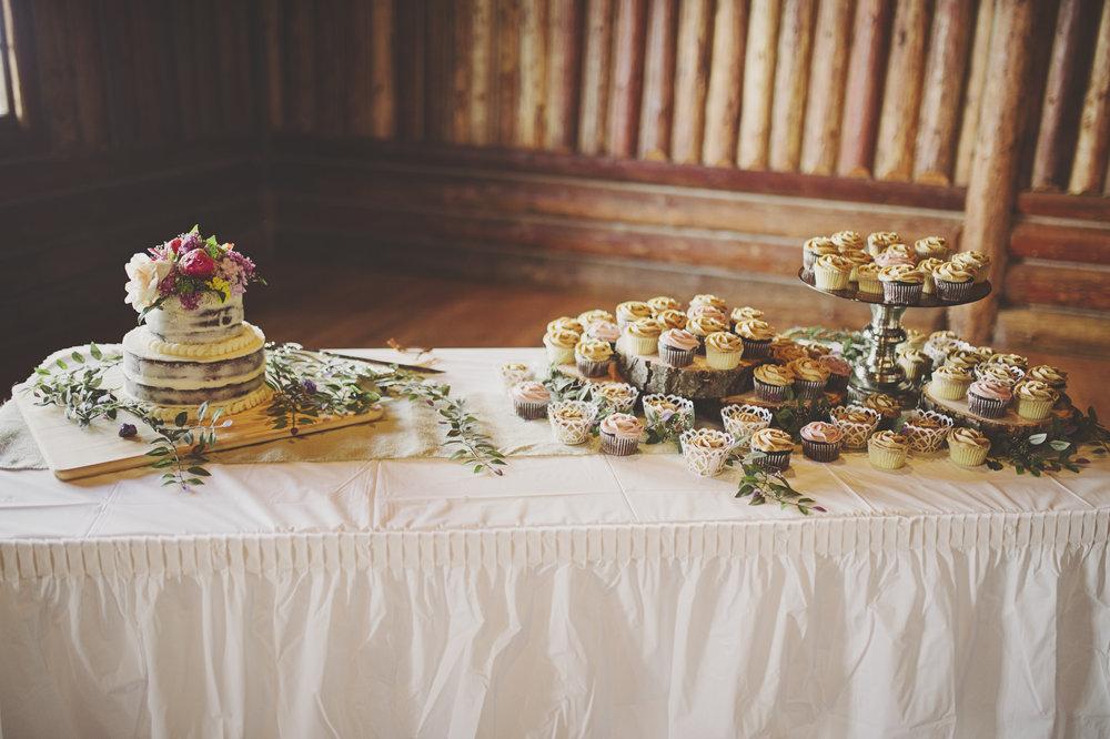 Woodsy Wedding_Kitsap Memorial State Park Wedding_Kelsey Lane Photography_wedding cake table