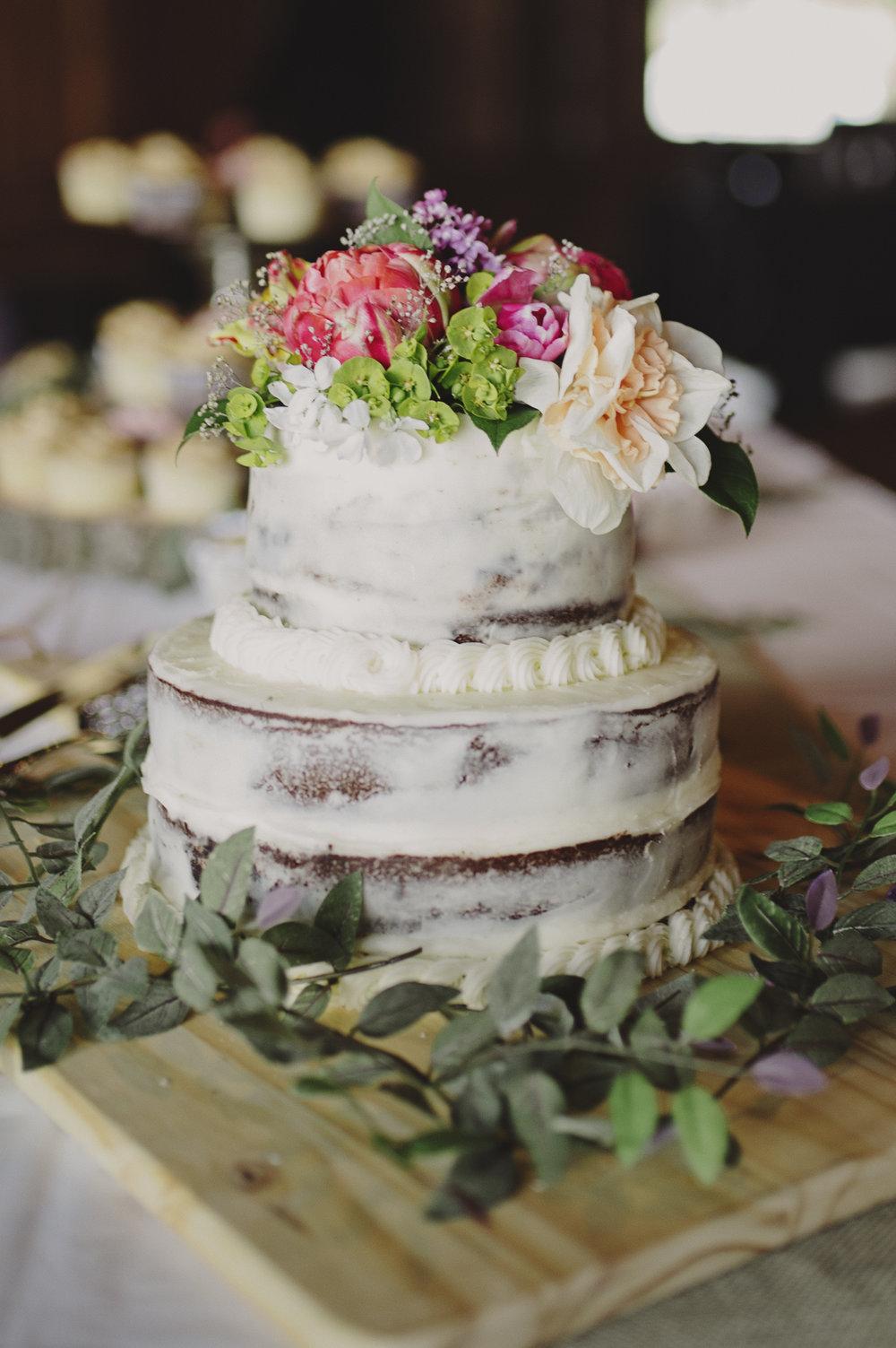 Woodsy Wedding_Kitsap Memorial State Park Wedding_Kelsey Lane Photography_wedding cake
