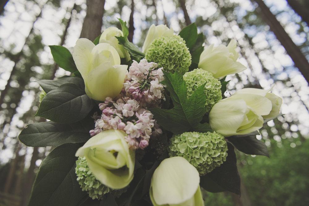 Woodsy Wedding_Kitsap Memorial State Park Wedding_Kelsey Lane Photography_Pikes Place Market wedding flowers