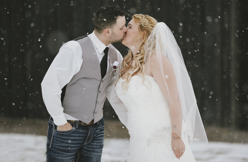 Winter Montana Wedding_Leighanne Parker + Ethan Ramos_Kelsey Lane Photography-8095.jpg