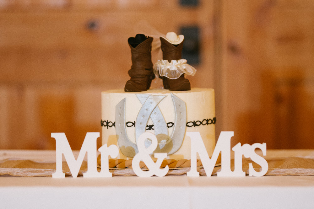 Winter Montana Wedding_Leighanne Parker + Ethan Ramos_Kelsey Lane Photography-8422.jpg