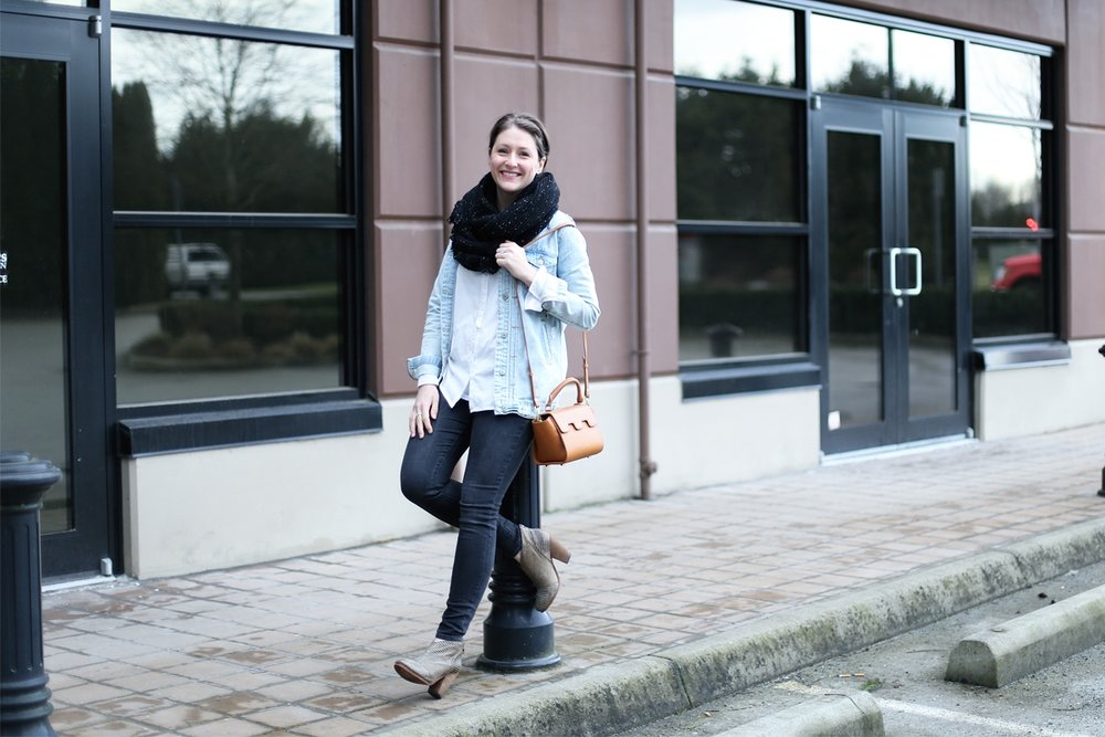 minimalist-outfit-ideas---jean-jacket