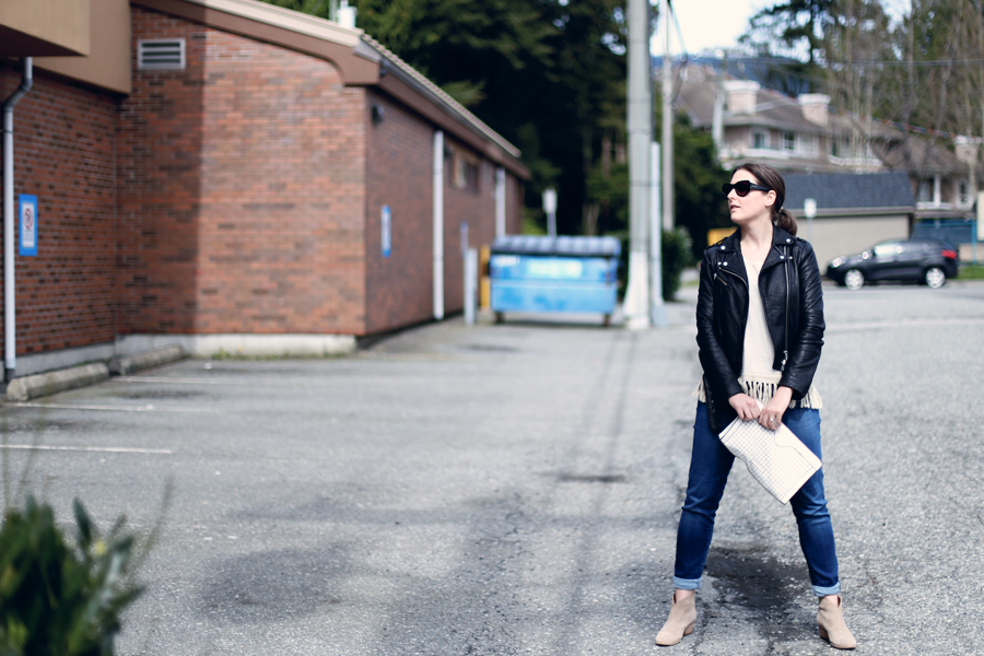 Minimalist fashion outfit inspiration.