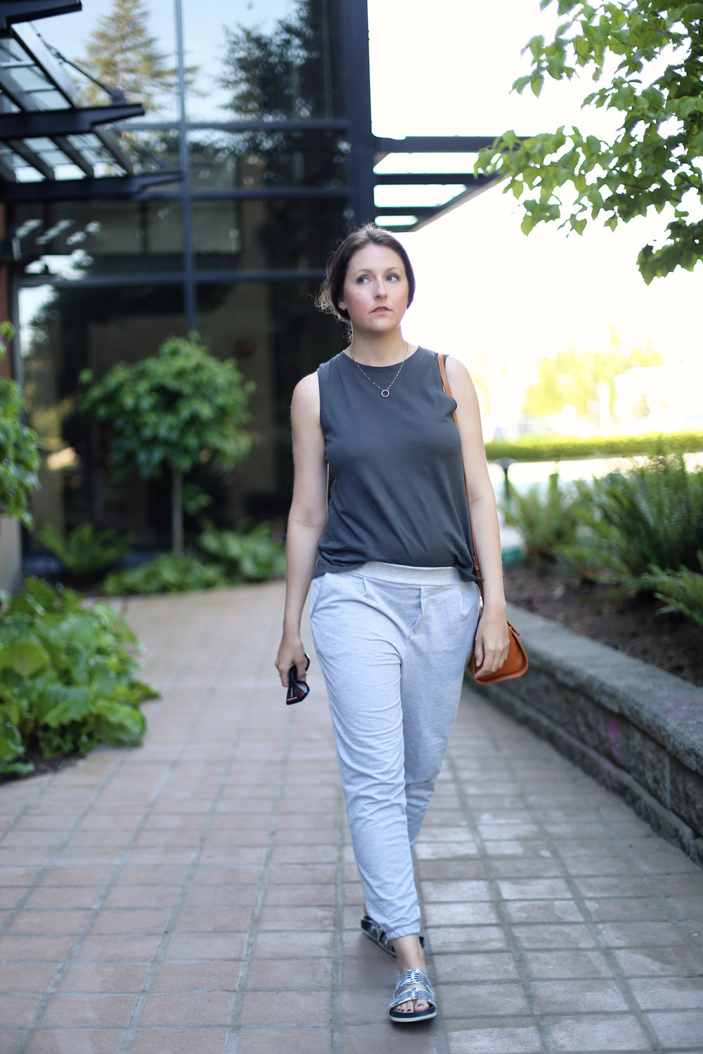Outfit inspiration: how to wear sweatpants outside the house and still look stylish.