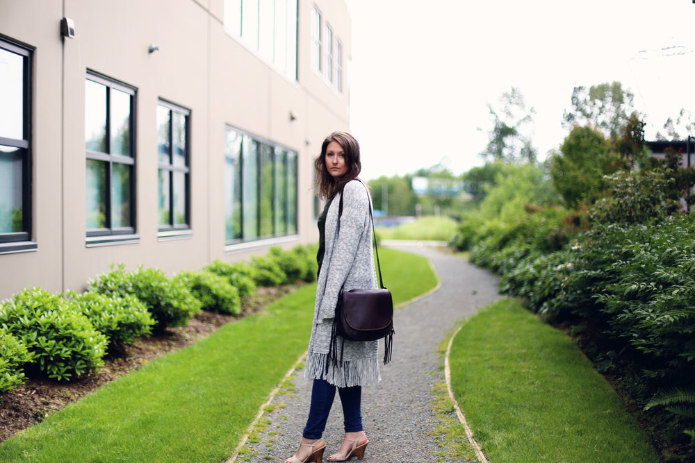 Super simple, minimalist outfit that is cozy and chic. Coach bag, gap oversized sweater, and a lululemon top.