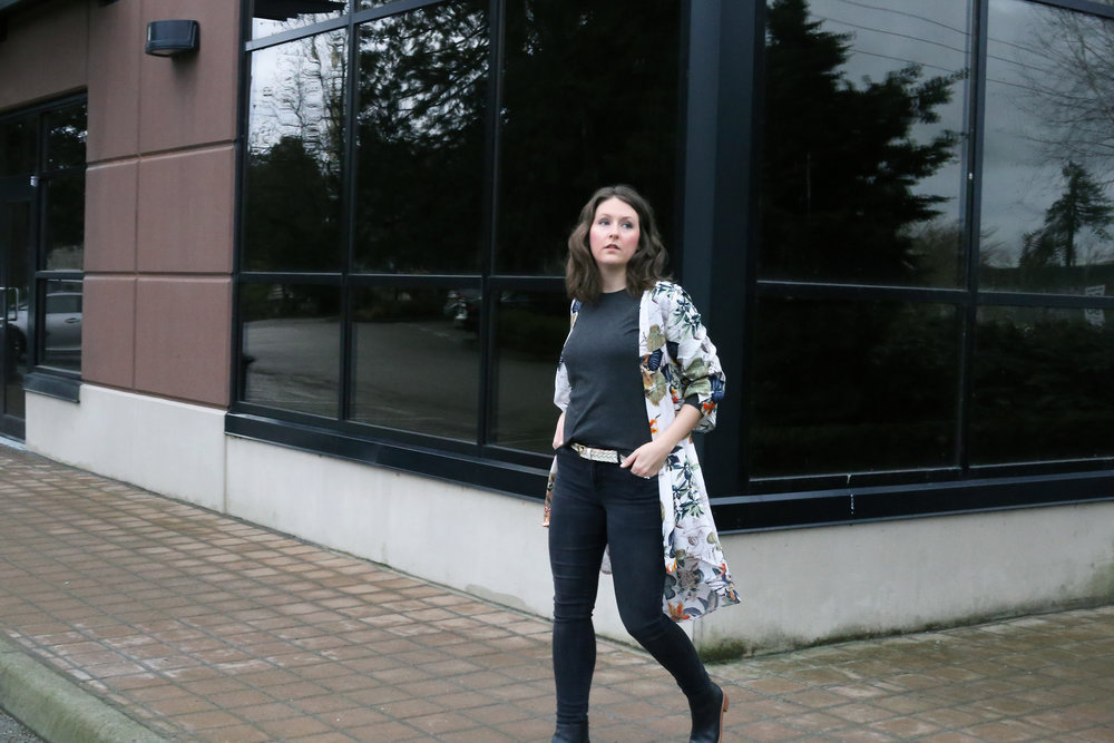 Kendra Hagerman of Kendra Found It - Minimalist Street Style Fashion.