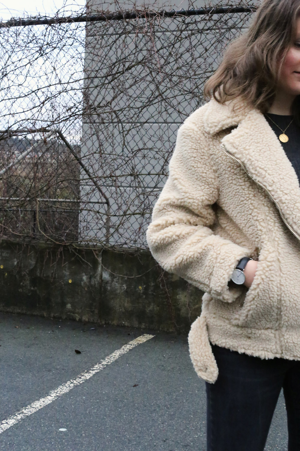 Minimalist street style - kendra hagerman of Kendra Found It.