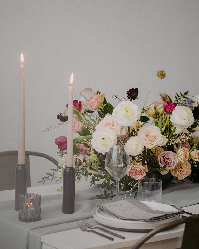 This pale palate is what dreams are made of...well at least my dreams. .  Photo: @danijelaweddings  Florals: @foreverwildfield  Tablescape: @bisous_events Menus by me!