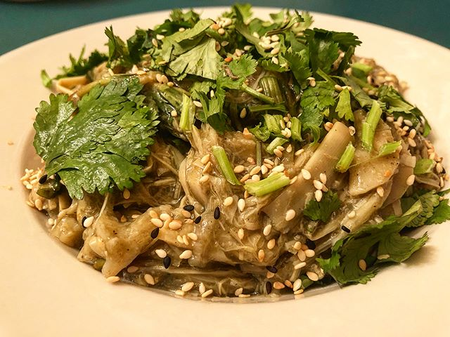 I had the joy of cooking one of my new favorite dishes with my mom this weekend. Kua Naw Mai (sautéed bamboo) is similar to another Lao bamboo dish (gang naw mai) but without the deep bitter broth. This dish my mother and I made is moist and thick with stringy bamboo shoots. So can someone tell me what the difference is between soop naw mai vs kua naw mai?