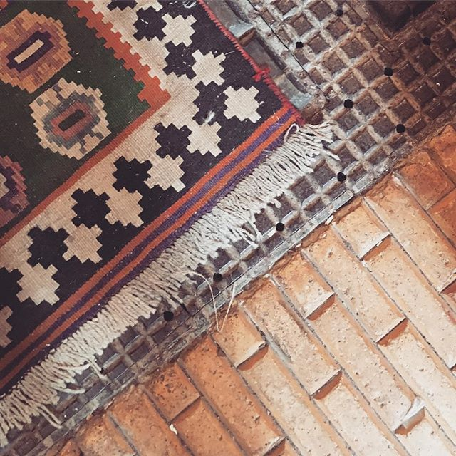 Pretty tiled floor and vintage rugs at The Old Stables today ❤️ . . . . . . . #bayfieldhallantiques #theoldstables #bayfieldhall #originaltiles #ihavethisthingwithfloors #ihavethisthingwithtiles #brickwork #antiquing #norfolkinteriors #holt #norfolk