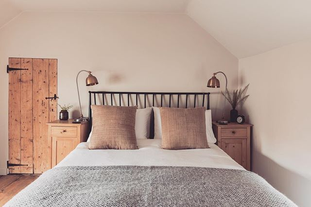 The picture of calm and tranquility, non? Just not at 1am, 2am, 3am, 4am and 5am this morning when Rafe thought it was a good idea to be awake... 😪  Anyway, this is the master bedroom at our little Norfolk cottage. We opted for a pared back neutral colour scheme to maximise the feeling of calm in this room, which has double aspect windows and gets beautiful light. Available to rent (minus teething baby)- DM me for details 🌿 📷 @davebullivant . . . . . . #northnorfolkcoast #traditonalcottage #traditionaldecor #cottagestyle #ruralretreat #norfolkinteriors #norfolkcottages #norfolkholidaycottage  #interiordesign #interiordecor #instainterior #interiorboom #instainspo #interiorsinspo #bringnatureinside #bedroomdecor #bedroominspo #bedlinen #handwoventextiles #howivintage #myvintagestyle #vintageinterior #vintageinteriors #blackandbrass #countrysideretreat #ruralretreat #escapethecity #katysbdesign #neutralpalette