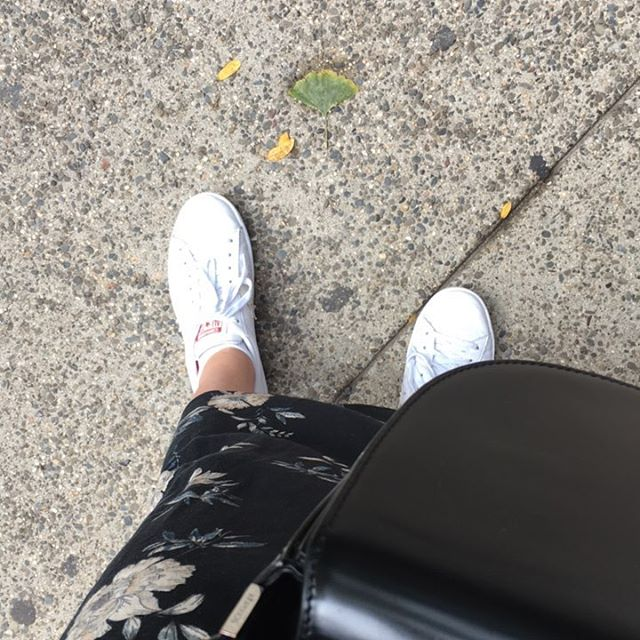 White sneaker and skirt kind of day.. #pullandbear #converse #brooklyn #nyc