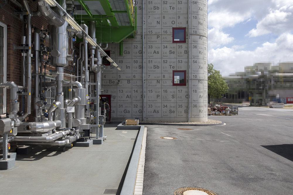 Bayer_Treppenhaus_Fassade_Chemie_Fassadenbeschriftung_Wandbild_Industrie