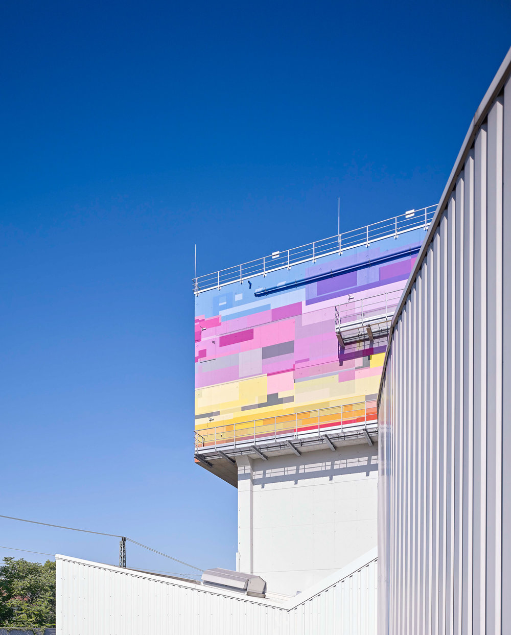 Fassadengestaltung-Industrie-ludwigshafen-gml-kunst-am-bau-modern.jpg