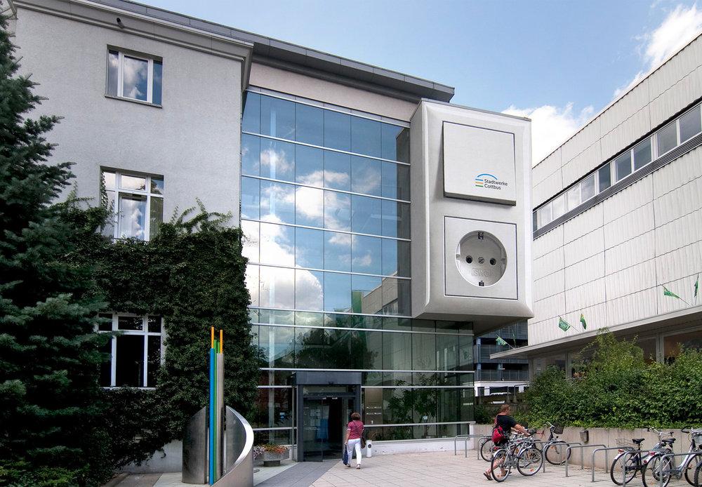 Fassadengestaltung-Industrie-Stadtwerke-Cottbus-Steckdose-Lichtschalter-putz.jpg