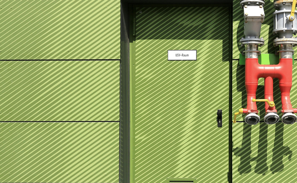 Fassadengestaltung-fassadenverkleidung-Fassadenplatten-Eternit-Faserzement-farbe-gruen-bayer-dormagen.JPG