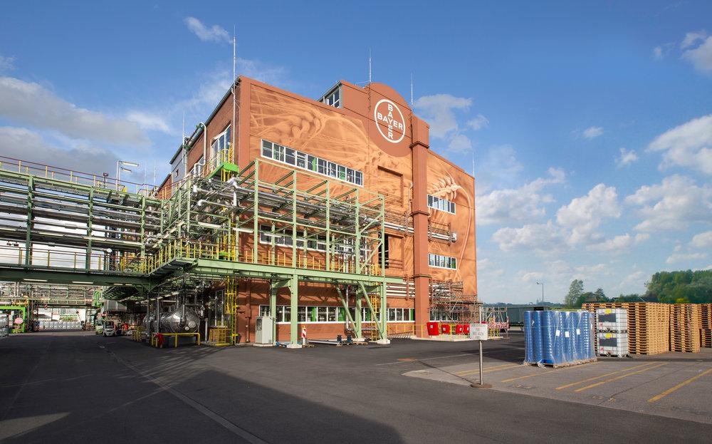 Fassadengestaltung-fassadenverkleidung-blech-metall-bayer-dormagen-farbe.JPG