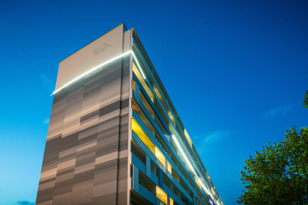 Fassaden-Gestaltung-Wohnungsbau-Balkon-Spremberg-blau-beschichtung-farbe.jpg