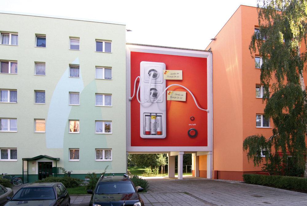 Fassaden-Gestaltung-Plattenbau-durchgang-steckdose-senftenberg.jpg