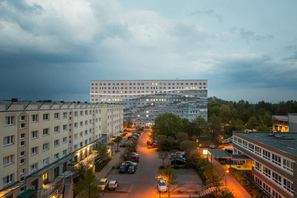 Fassaden-Gestaltung-Wohnungsbau-spremberg-welle-blau-farbe.jpg