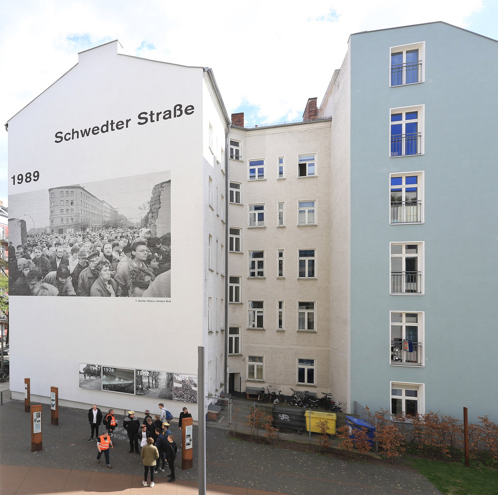Fassadengestaltung-kein-graffiti-mauerpark-schwedter-straße-berlin-foto-auf-fassade.jpg