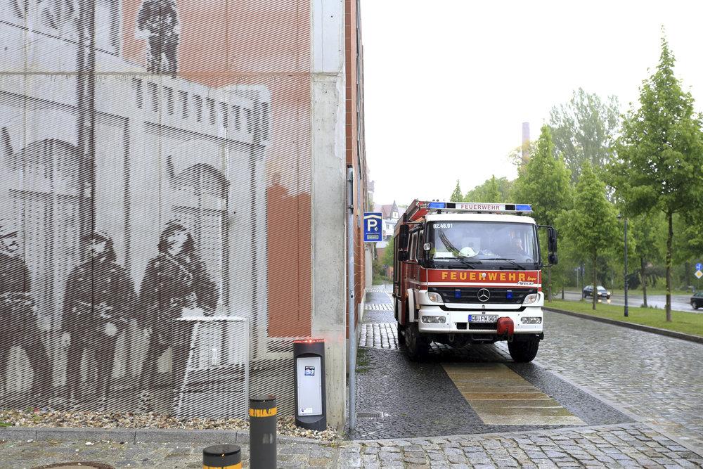 Wandmalerei-Rasterbild-Cottbus-Rot-Linien-historisch.jpg