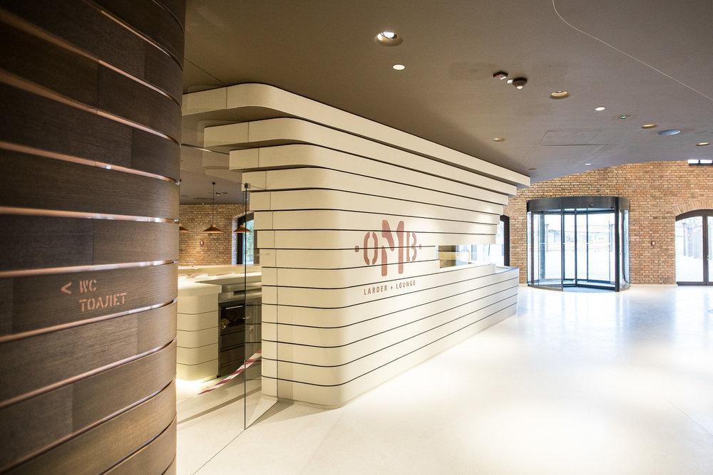 Leitsystem-innen-Hotel-Orientierungsystem-modern.jpg