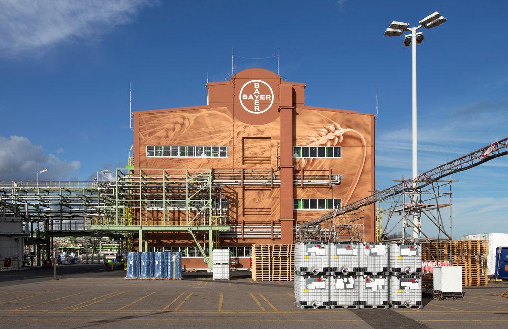 Fassade_Industrie_Bayer_Farbe_Gestaltung_Design_Blechfassade_Sanierung_Werksgebäude