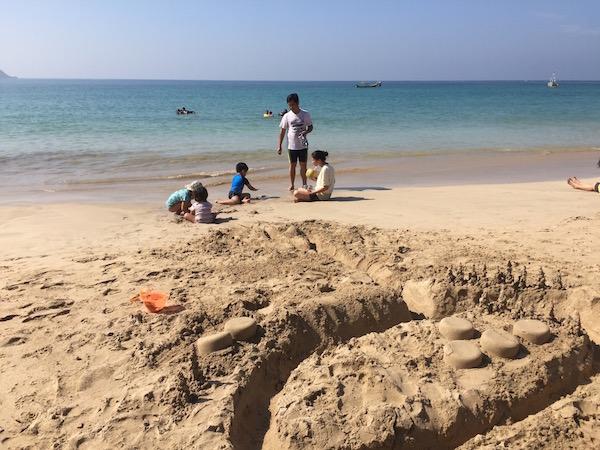 eatdrinklaos-myanmar-ngapali-sandcastles