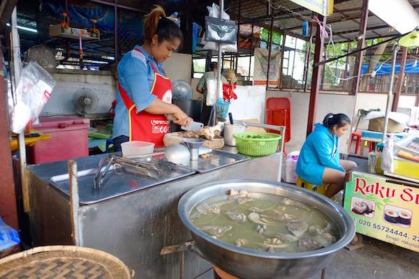 eatdrinklaos-ban-anou-market-soup