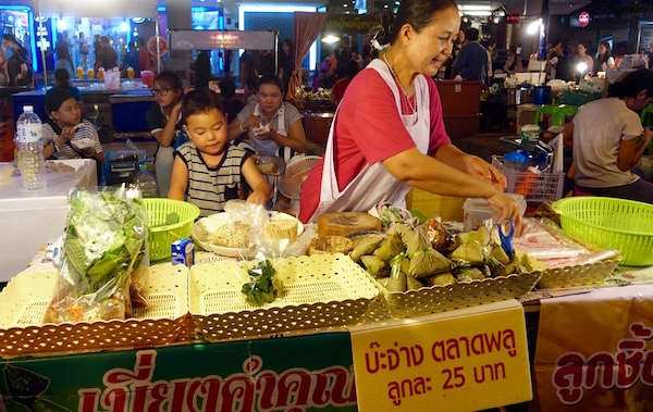 The whole family makes and sells food at this Bangkok streetfood stall