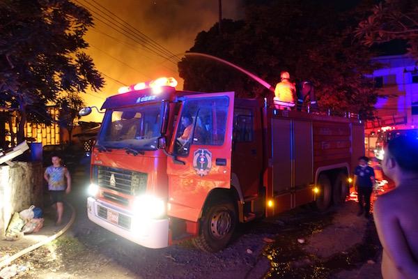 eatdrinklaos-vientiane-fire-truck1