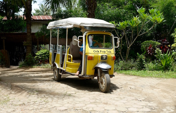 The free OPT tuktuk shuttles regularly between the LCC and the OPT shops in town