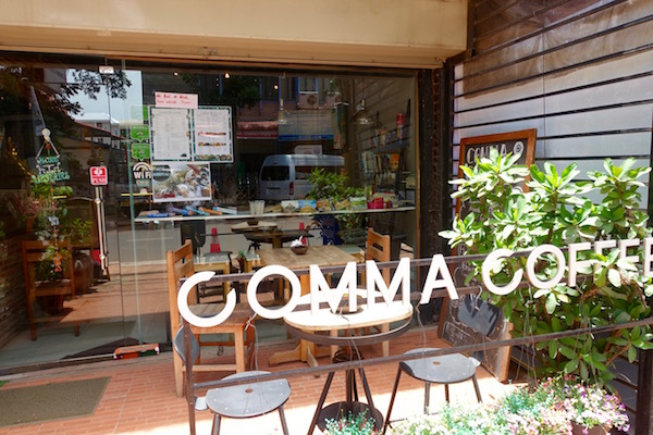 eatdrinklaos-vientiane-comma-cafe-outside