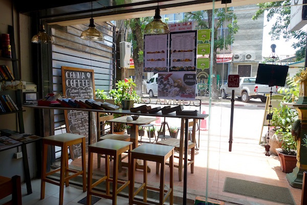 eatdrinklaos-vientiane-comma-coffee-window
