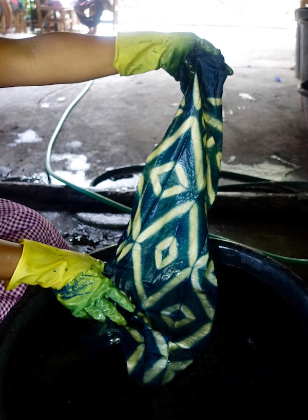 Dye your own 100% silk, handwoven scarf - An authentic Lao traditional weaving experience at Houey Hong in Vientiane, Laos, a vocational training centre for women weavers | Eat Drink Laos http://eatdrinklaos.com/blog/vientiane-houey-hong