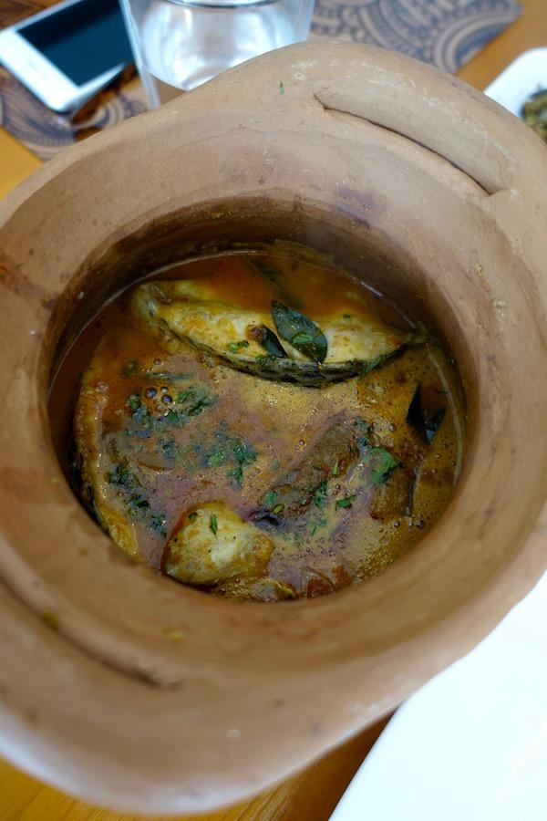 eatdrinklaos-vientiane-restaurant-flavours-spices-claypot-fish