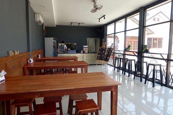 eatdrinklaos-vientiane-the-bowl-tables