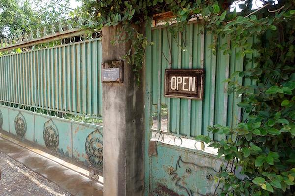eatdrinklaos-vientiane-lao-textile-museum-gate